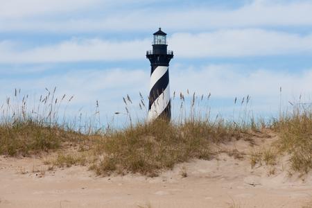 Wieże Cape Hatteras Lighthouse nad wydmy na plaży w Outer Banks wyspy w pobliżu Buxton, Północna Karolina, USA Zdjęcie Seryjne