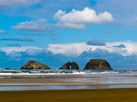 oceanside: Rocky Islands in Pacific Ocean off Oceanside in Tillamook County, Oregon, USA