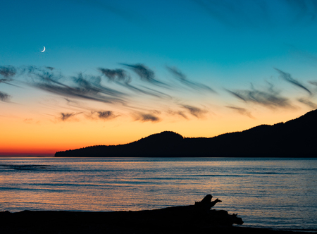 Sunset moon landscape at Pacific Ocean West Coast near Port Renfrew on Vancouver Island, British Columbia, BC, Canada 写真素材 - 118488105