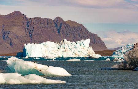 Icebergs calved off Vatnajokull ice-field floating in Jokulsarlon glacier lagoon of Vatnajokull National Park in Iceland, IS, Europe 写真素材 - 118488286