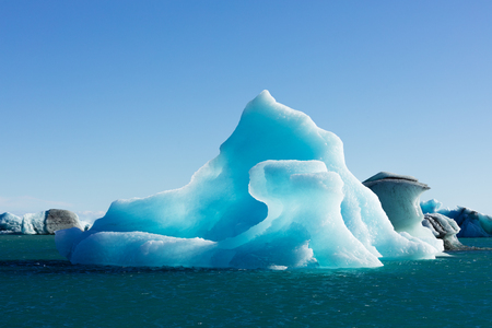 Bizarre shapes of melting blue ice calved off Vatnajokull glacier floating in Jokulsarlon glacier lagoon, Iceland, IS, Europe 写真素材 - 118488294