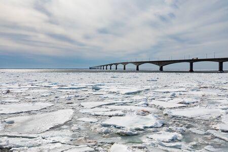 Concrete structure of Confederation Bridge spans frozen Atlantic Ocean between New Brunswick and Prince Edward Island Canada Reklamní fotografie - 133997848