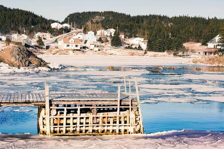 Winter landscape of outport hamlet of Valley Pond on New World Island rural Newfoundland, NL, Canada Banque d'images - 132018152