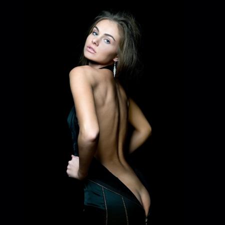 mujer rubia desnuda: Retrato de la hermosa mujer con la espalda desnuda