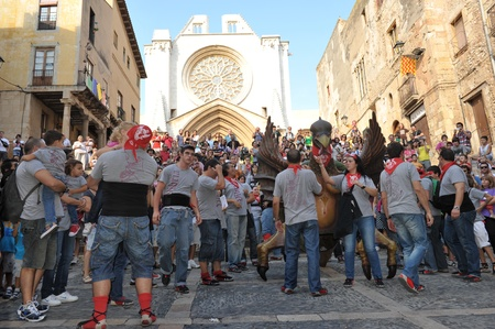 pezones: 24 de septiembre 2011 Espa?Catalu?Tarragona. La celebraci?n honor de Santa Tekla. Los ni?dejan sus pezones.