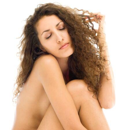 mujeres jovenes desnudas: Retrato de la hermosa mujer desnuda en el estado de ánimo triste