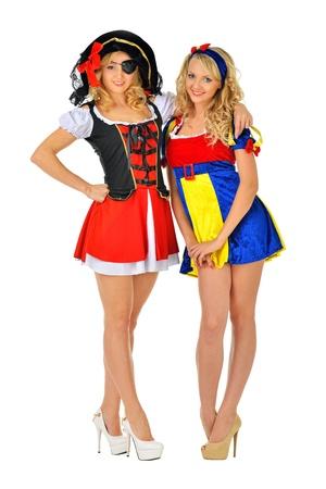 mujer pirata: Dos mujeres rubias hermosas en trajes de carnaval pirata y Blanca Nieves