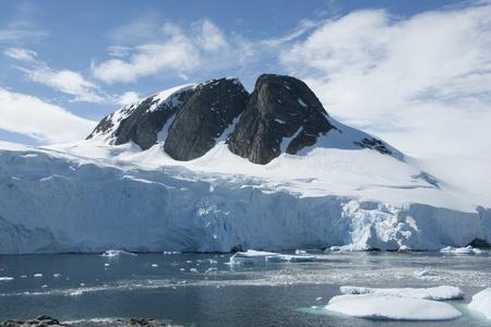 Mountain peak in Antarctica, one of the islands. Imagens