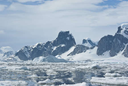 antarctic peninsula: The mountains on the coast of the Antarctic Peninsula