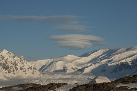 lenticular: Lenticular obloka over Antarctica on a sunny winter day.