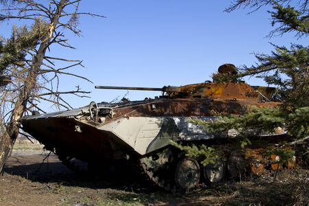 donbass: Infantry fighting vehicle Ukrainian army stuck in the trees near the Saur-Grave Stock Photo