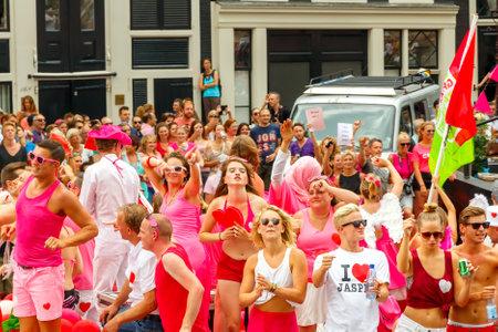 annual event: Amsterdam, Pa�ses Bajos - 02 de agosto 2014: los participantes en el evento anual para la protecci�n de los derechos humanos y la igualdad civil. Orgullo Gay 2014. Editorial