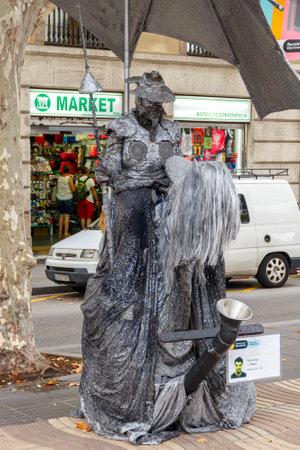 rambla: Barcelona, Spain - September 4, 2015: Live statue of Don Quixote on La Rambla. A popular attraction for tourists. Editorial