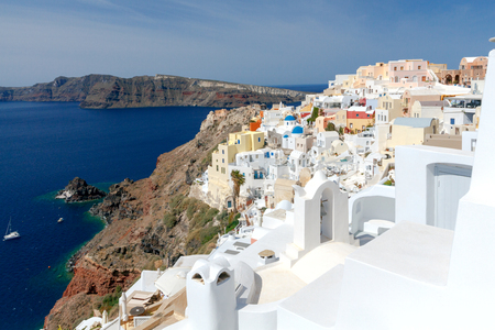 Traditional narrow street down to the sea in the village Oia. Santorini, Greece. Stock Photo