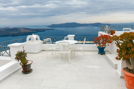 tera: Picturesque views of the Caldera and the sea with a white terrace in Fira. Santorini. Greece. Stock Photo