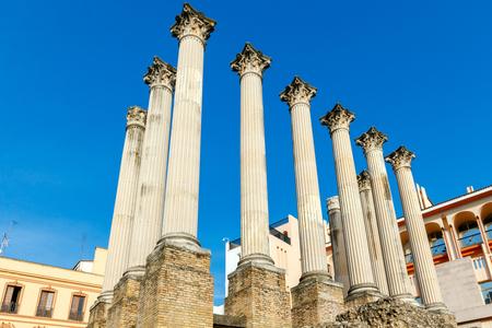 colonnes romaines sur la fouille d'un temple romain à Cordoba. Banque d'images