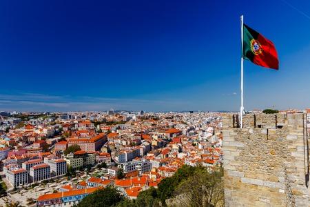 drapeau portugal: Lisbonne. Le drapeau portugais. Banque d'images