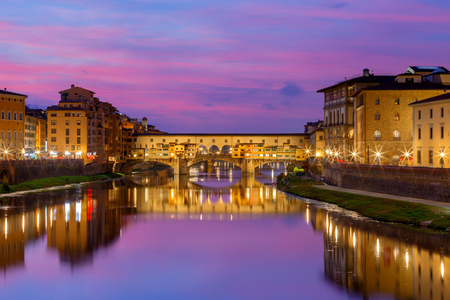View of the city from a river at night in Florence, Ponte Vecchio. Archivio Fotografico