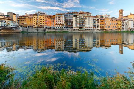 Florence. The city embankment along the Arno River. 免版税图像