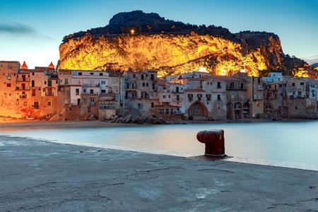 Cefalu. Sicily. Old city. Standard-Bild