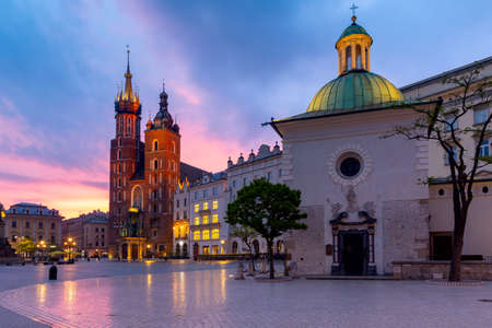 Krakow. St. Marys Church and market square at dawn. Stok Fotoğraf