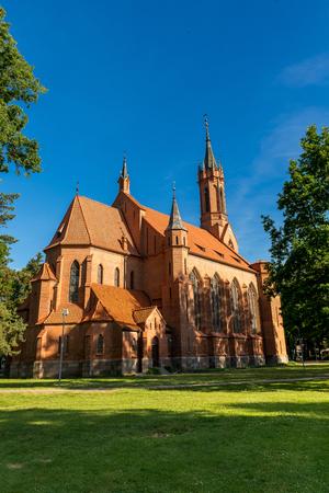 adentro y afuera: La Iglesia católica, la catedral