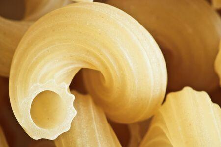 cuernos: De pasta de harina de trigo torcido cuernos de cerca