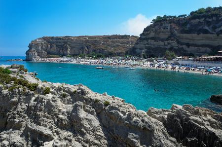 Panoramic view at Riaci sand beach located near Tropea. Ricadi, Italy 免版税图像