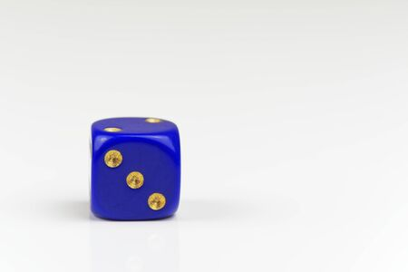 Three points on single blue dice isolated on white background Standard-Bild