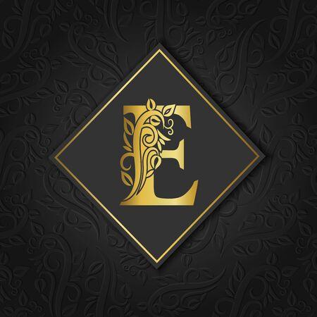 Lettre d'or E avec contour floral élégant isolé sur fond séparé coloré. Lettre premium A ou arrière-plan idéal pour le logo, le monogramme, l'invitation, le dépliant, le menu, la brochure, la carte, la couverture, la mode. Logo