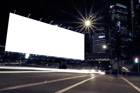 big: Cartelera en blanco en la noche para el anuncio de la ciudad calle de la noche la luz, filtro de color.