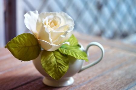 weiße Rose im Stillleben
