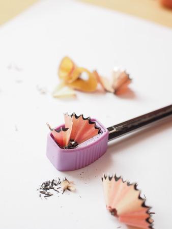 sacapuntas: lápiz afilado, sacapuntas y las virutas