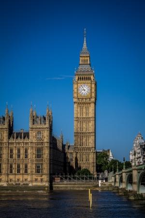 cielos azules: Londres, Reino Unido - 31 de Agosto de 2013 - Big Ben con el cielo azul