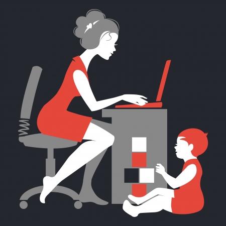 mujeres trabajando: Hermosa silueta de la madre - freelancer con el cuaderno y el bebé que juega con los juguetes