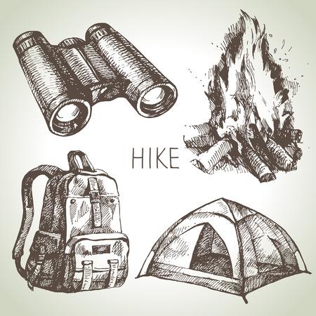 fogatas: Caminata y camping dibujado a mano conjunto. Elementos de diseño de croquis Vectores