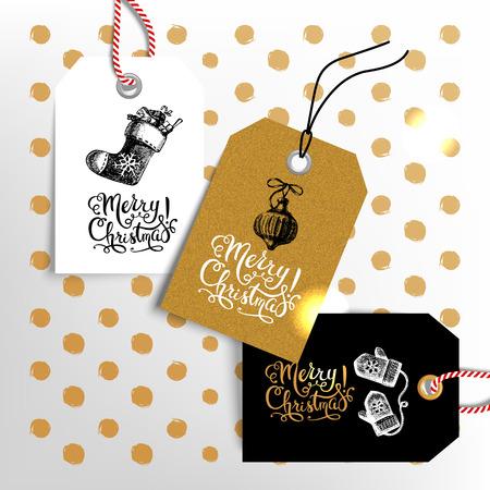 Kerst verkoop tags. Gelukkig Nieuwjaar labels in te stellen. Hand getrokken schets vintage vector illustraties. Gouden ontwerp