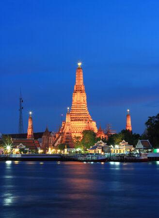 chao phraya river: Twilight view of Wat Arun across Chao Phraya River during sunset in Bangkok, Thailand