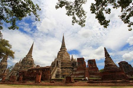 historically: AYUTTHAYA-THAILAND: 9 August 2015, three big pagoda is a pagoda Lanka pagoda of Wat Phra Si Sanphet , the ancient palace temple priest. The prototype Temple of the Emerald Buddha Bangkok