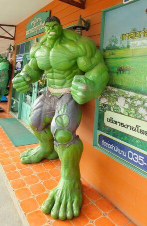 vengador: Ayuttaya, Tailandia-24 de octubre 2015: El modelo de Hulk en el mercado flotante Thung Bua Chom Editorial