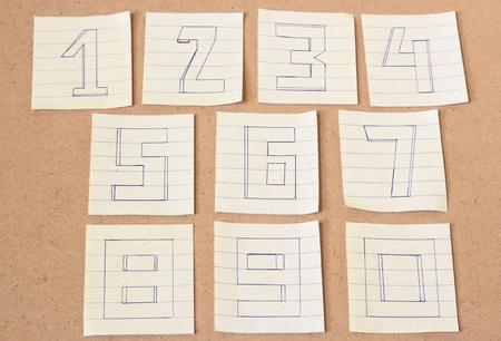 numero nueve: Números, número cero, número uno, número dos, número tres, número cuatro, número cinco, número seis, número siete, número ocho, el número nueve en el fondo de madera, tono de época