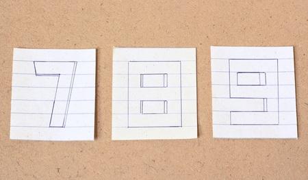 numero nueve: Números, número siete, número ocho, el número nueve en el fondo de madera, tono de época