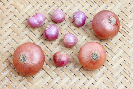 red onions: red onions on rustic wood