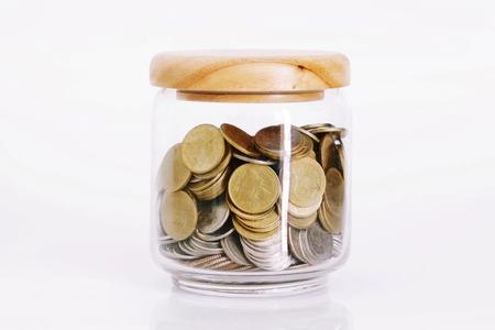 contaduria: Monedas en una botella de vidrio