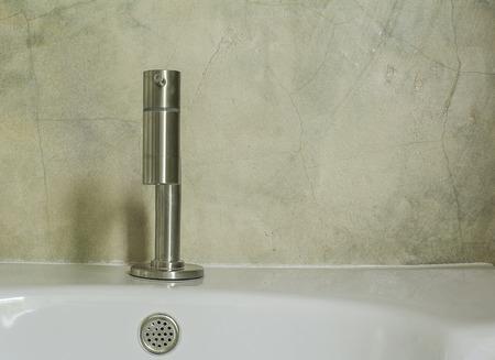 powder room: Modern Style Chrome Single Lever Bathroom Faucet Tap