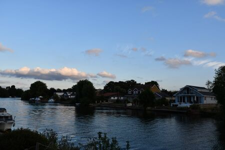 Thames view at dusk. Stains, UK 免版税图像