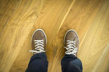 Schuhe auf Parkett