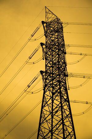 torres el�ctricas: Torre pilones Foto de archivo