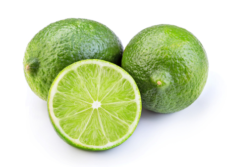 affettato di calce verde maturo frutta isolato su sfondo bianco
