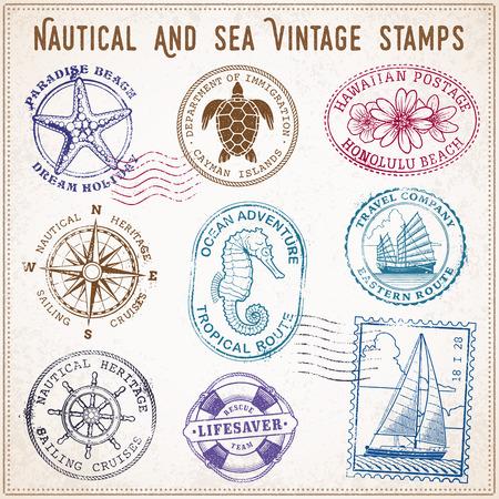 collection de neuf timbres vintage grunge de vecteur Illustrations, avec le thème de voyage en mer et de la mer.